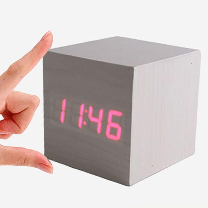 einzigartiger wecker wood cube hellbraun mit roter led beleuchtung. Black Bedroom Furniture Sets. Home Design Ideas